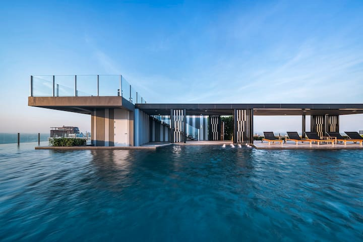 【THE BASE】Top floor infinity pool, super cheap!!