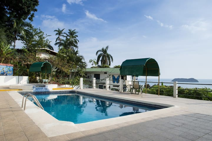 Family room with stunning ocean view/swimming pool - Manuel Antonio - Villa