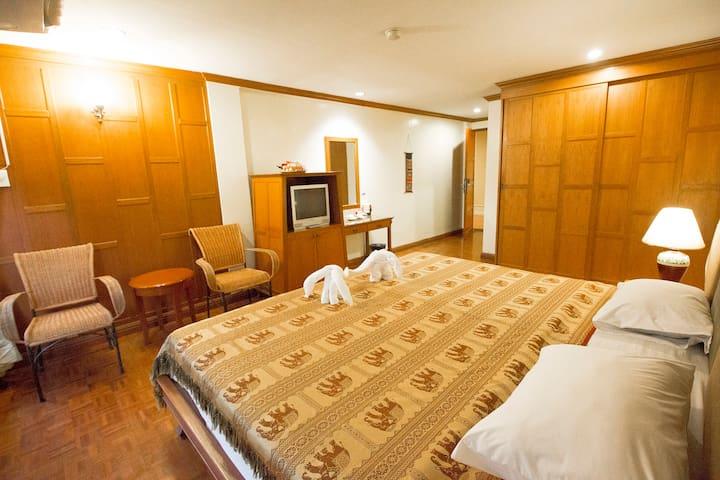 Royal Ivory Nana Superior room with breakfast
