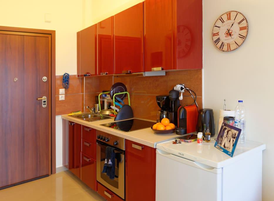 Kitchen, with oven, coffee maker, Nespresso maker, etc.