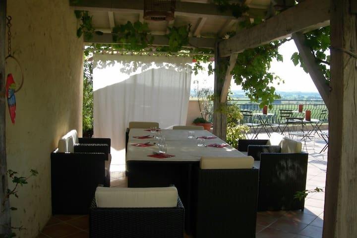 Chambre pour séjour en amoureux au cœur des vignes - Pujols - Rumah Tamu