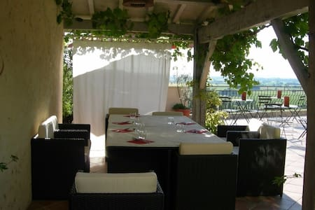Chambre pour séjour en amoureux au cœur des vignes - Pujols - Gästehaus