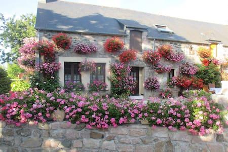 le domaine des fleurs - Plévenon - 度假屋