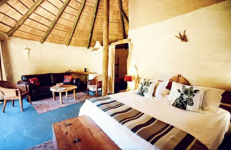 Chrislin African Lodge Orchard Hut with King bed - Addo - Inap sarapan