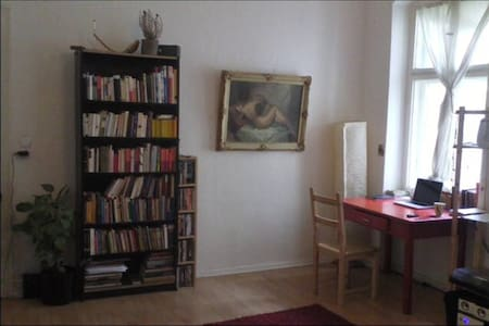 Bright one room flat, 10 minutes from city centre - Berlin