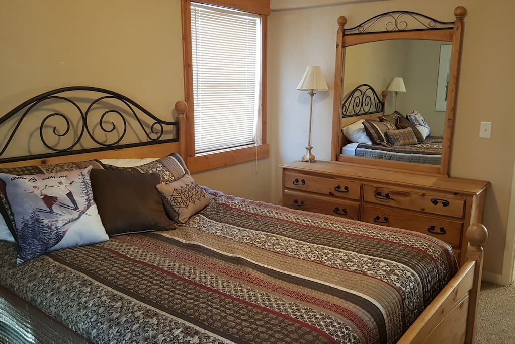 Spacious bedroom with Queen Bed. Large closet, 2 windows