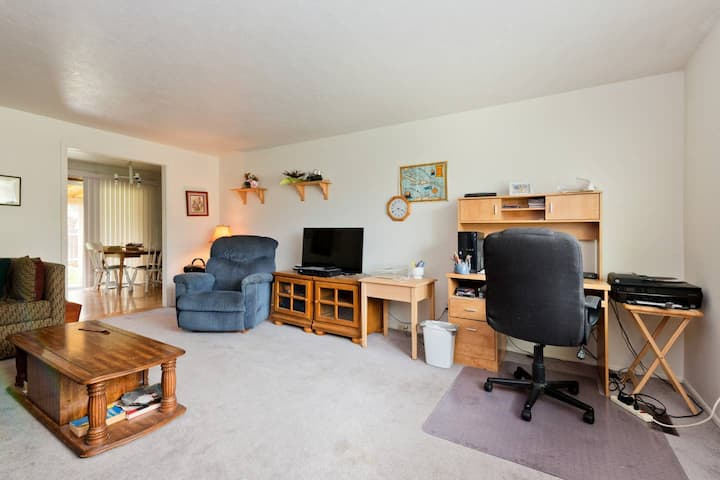 Private Room in West/Central Boise