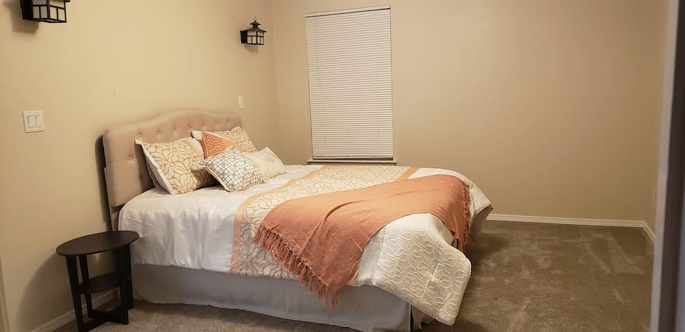 Large 1st floor master bedroom