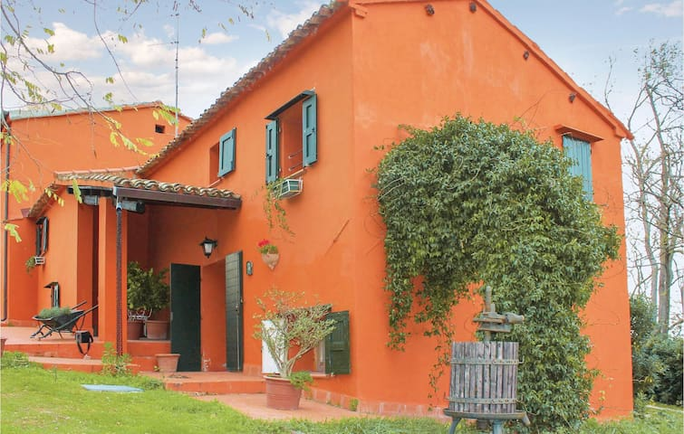 Holiday cottage with 5 bedrooms on 600 m²