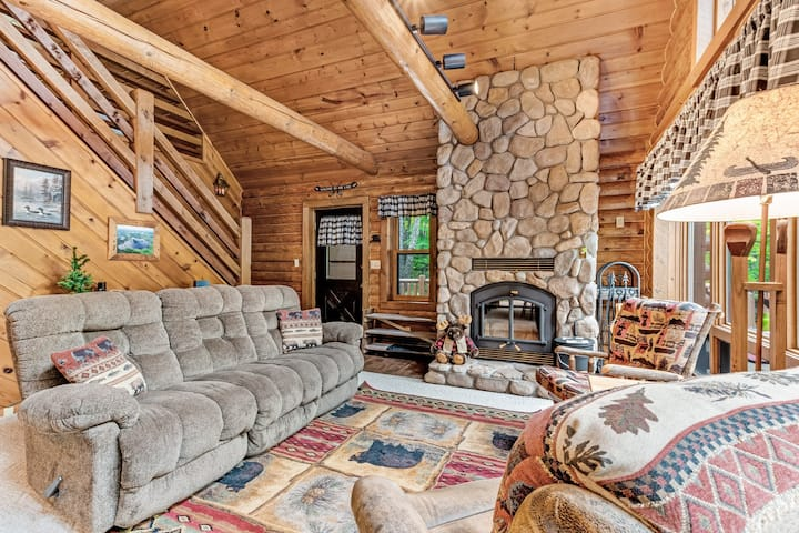 Spacious and beautiful lakefront log home on 7 acres with private dock!