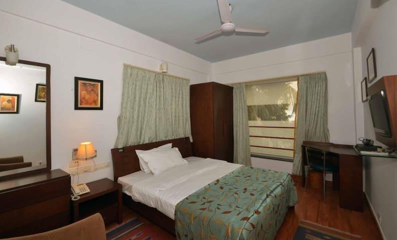 Private Room in Ballygunge , Kolkata - BLGMM1