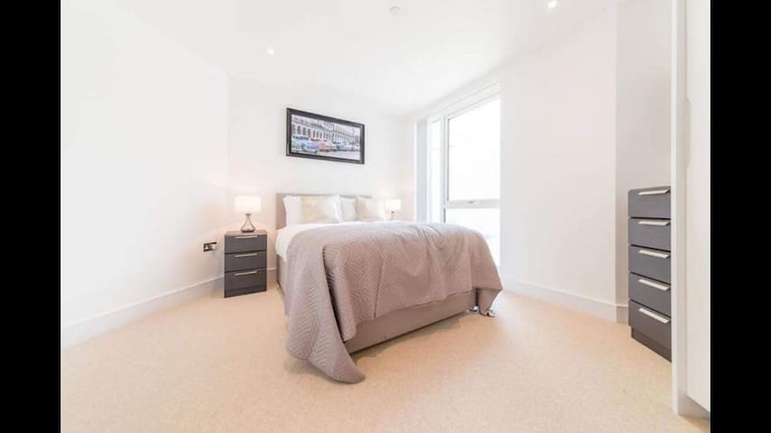 Amazing room to rent for days in East London!