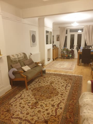 1 single bedroom in beautiful family house