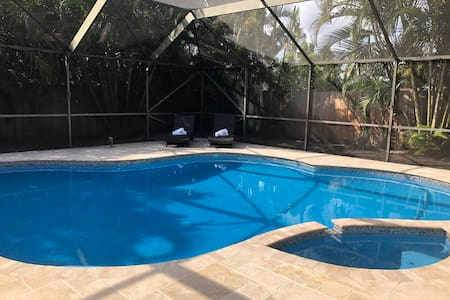 Charming private 3br/ 2 bath saltwater pool house