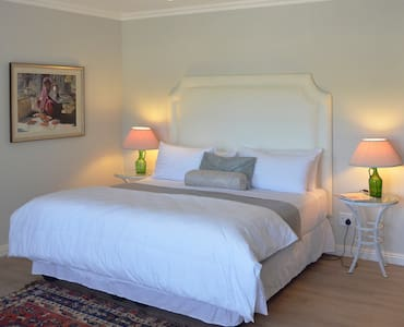 Vineyard Views Country House Lower Level Suite - Riebeeck Kasteel - B&B/民宿/ペンション