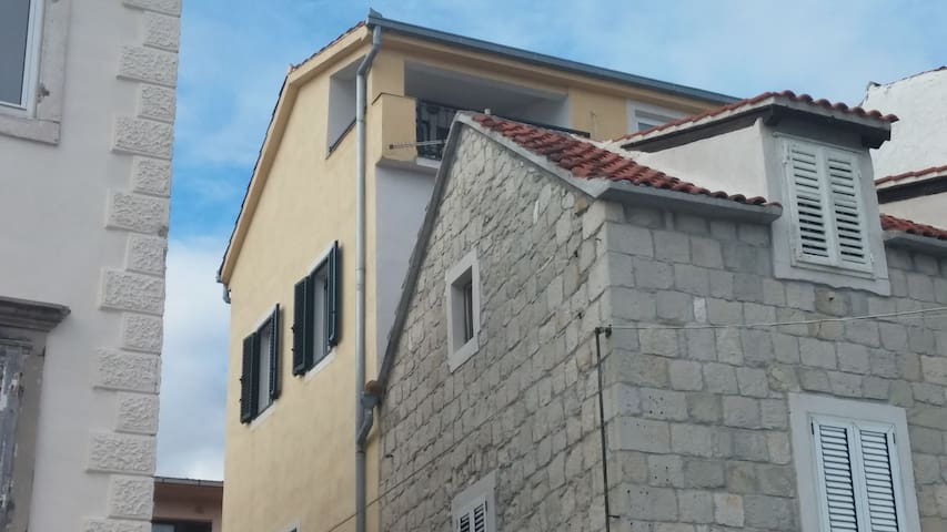 Apartment by the sea near Trogir - Kaštel Stari - Apartemen