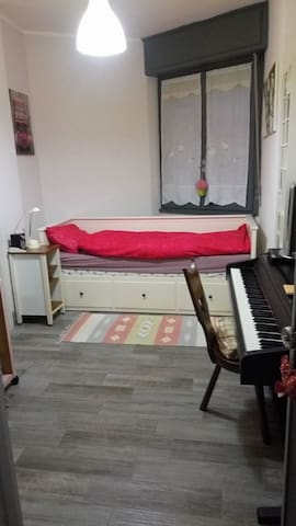 Comfortable single/double room w/private bathroom - Novara - Apartamento
