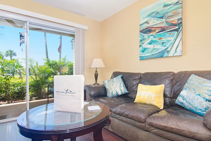 Ground Floor Condo - 0.5 mi to Beach