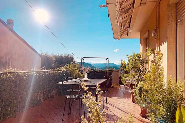 Apartment with terrace near Como