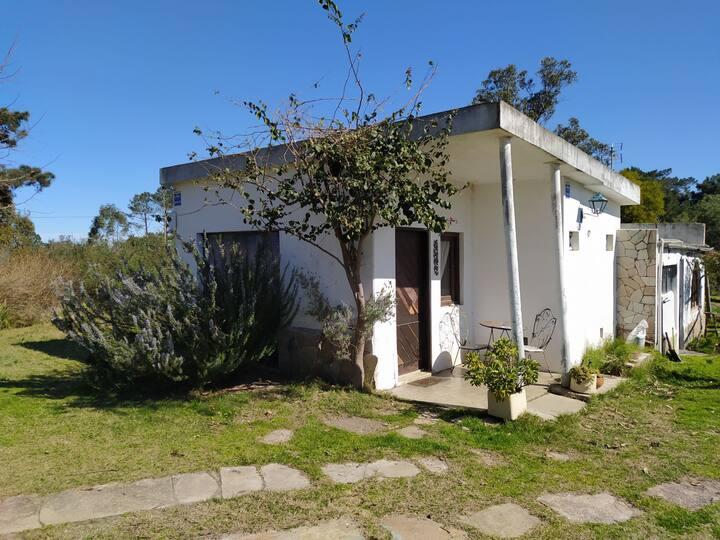 Casa con jardín hermoso a 1,5km de arroyo y playa