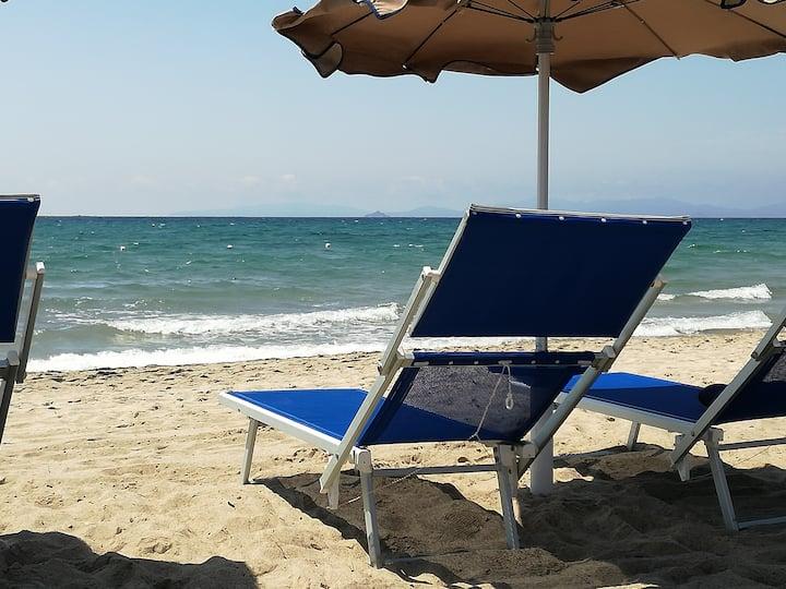 A pochi passi dalla splendida spiaggia del golfo