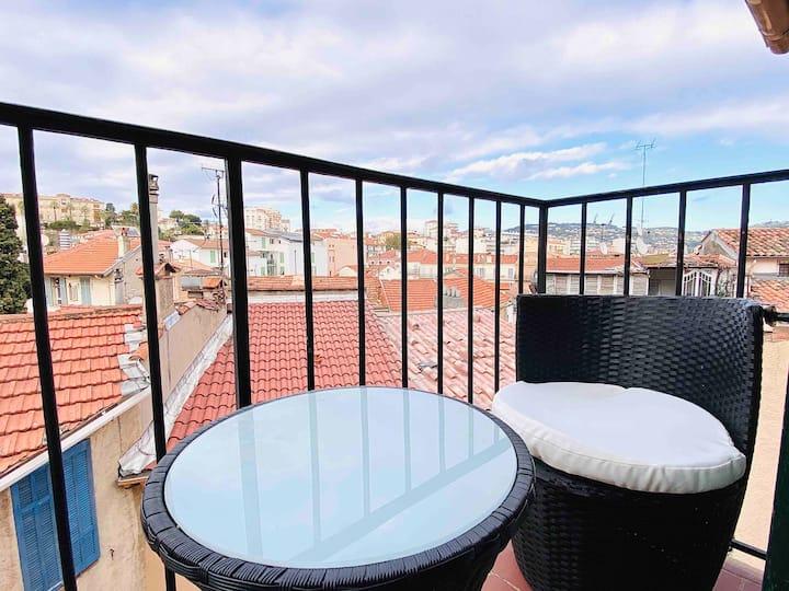 Studio climatisé avec  balcon au cœur du suquet