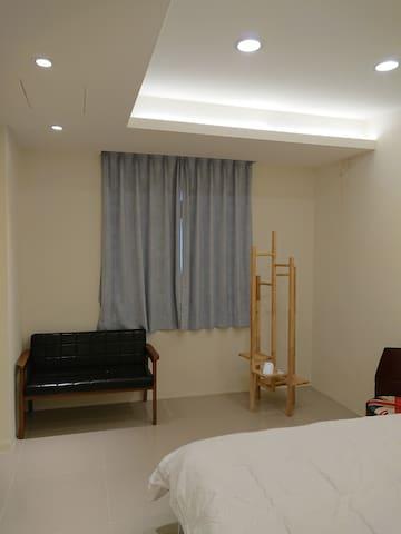 第二間臥室, 加大雙人床 Second Bedroom, Queen size bed