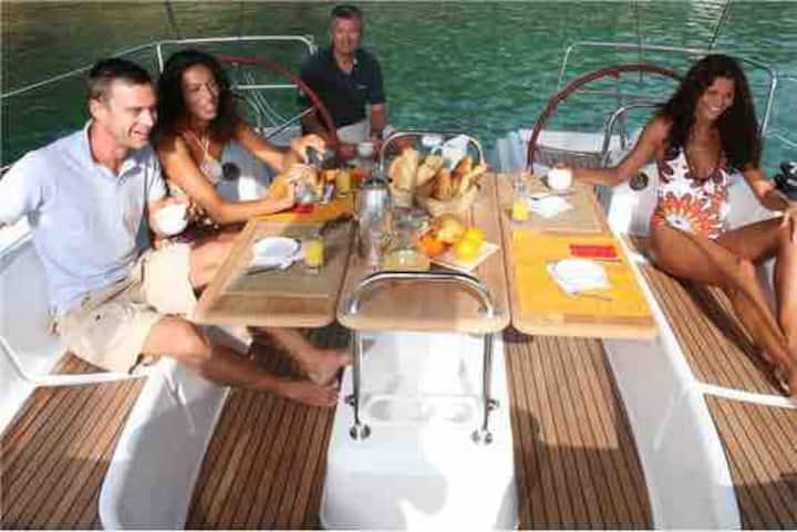 49ft yacht in stunning Lanzarote marina