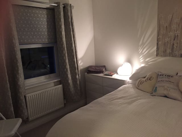 Beautiful room close to Bicester Village - Oxford