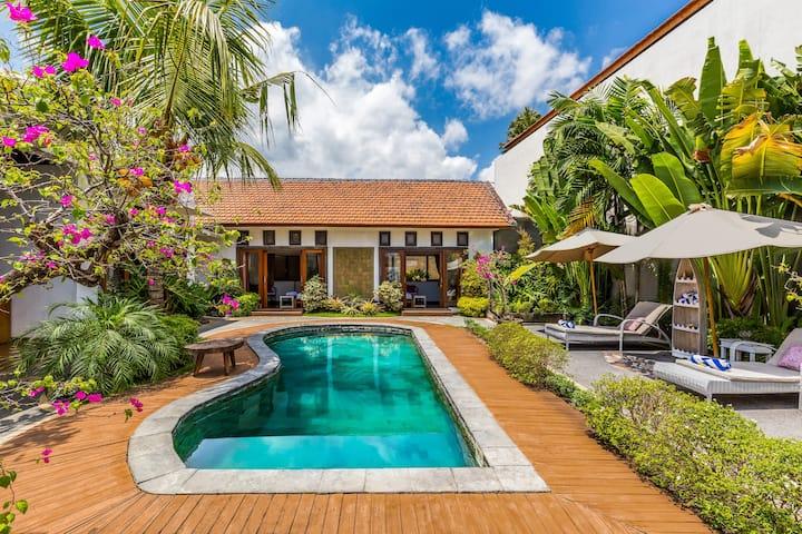 Canggu Villa 3 En Suite Bdr Pool Lush Garden Villas For Rent In Kuta Utara Bali Indonesia