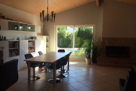 Möbilierte 20 qm Zimmer + Bad + Pool - La Salvetat-Saint-Gilles - House