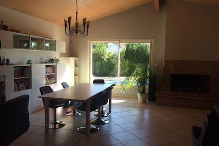Möbilierte 20 qm Zimmer + Bad + Pool - La Salvetat-Saint-Gilles