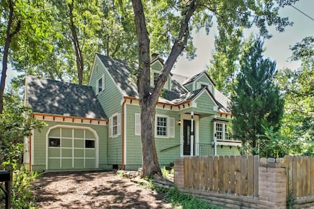 Cottage charm near Broadmoor Hotel & Hiking Trails