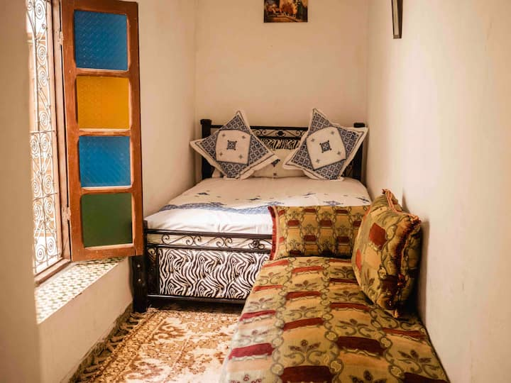 """""""Sindibad"""" Room in authentic house"""