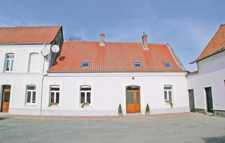 Semi-Detached with 3 bedrooms on 230 m²