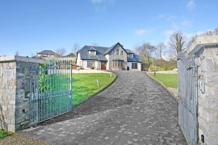 Irish rural retreat central to everywhere