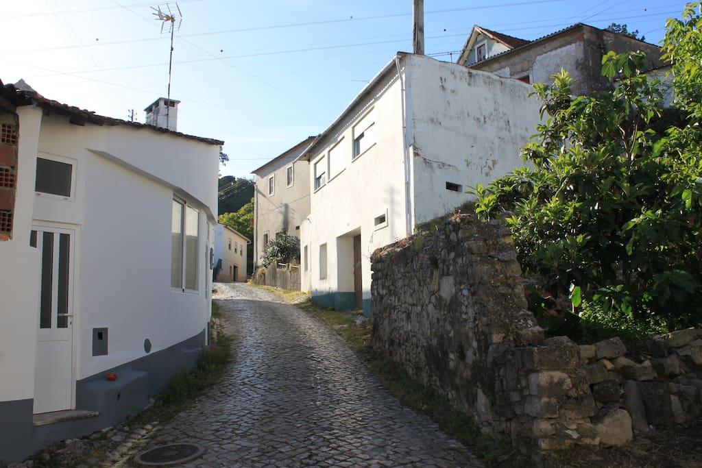 Petite maison atypique de vacances maisons louer for Location maison atypique