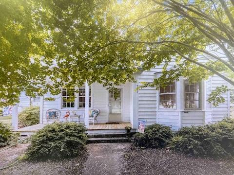 Smith 's Little  Cottage