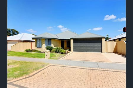 Beautiful house (Room 2) in Bunbury, WA - Dalyellup