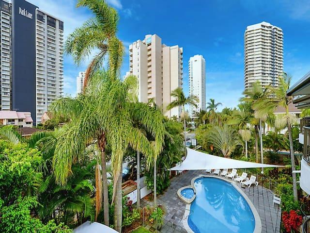 2 bedroom unit in best location - Main Beach - Wohnung