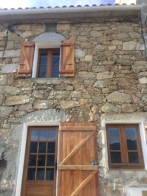 Maison de village Soccia , lac de Creno