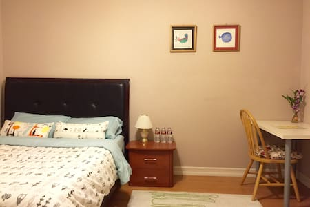 Cozy Room Walking Distance toDISNEY
