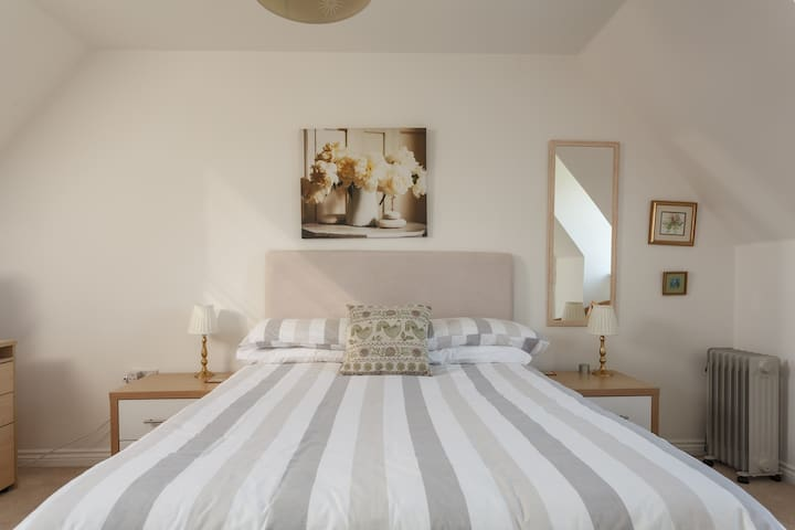Large light and airy room - Hampshire - House