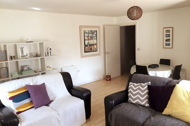 Bright, spacious & homely flat (The Round Foundry)