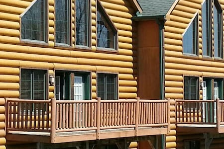 LUXURY CABIN AT GRAND BEAR RESORT ! - utica - Stuga