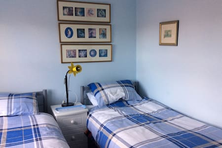 Twin bedded room in Smugglers Way