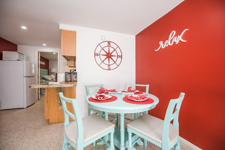 Ahoy at Captain's Quarters - Adorable newly renovated 1 bd just 2 mins to beach!