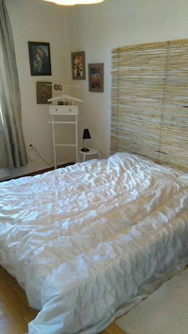 Room close to Älvsjö, 20 min to Stockhom center. - Stockholm - Leilighet