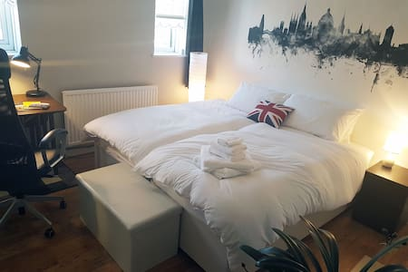 Double/Twin Room nr City Center + Breakfast & Bike - Oxford