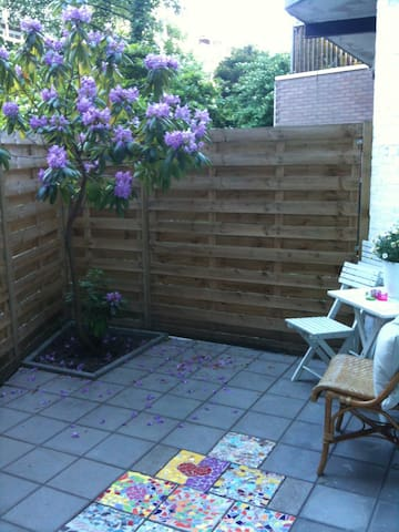 Cosy Garden Room - close to centre - Amsterdam - Appartement